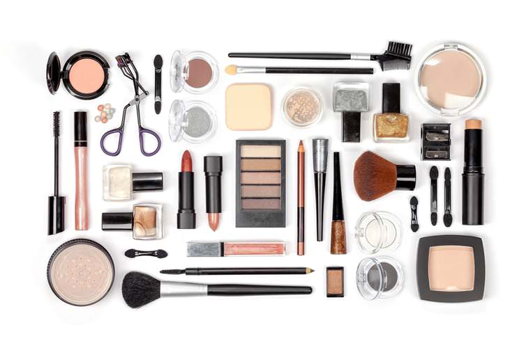 خانمها محصولات متنوعی را بر روی پوست خود قرار می دهند که می تواند مشکلاتی جدی بوجود آورند
